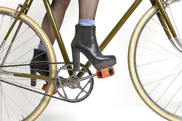 增强自行车脚踏板的牵引力