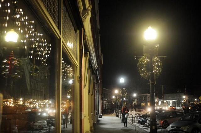 温馨过圣诞 LED花环灯点亮兰多夫夜景