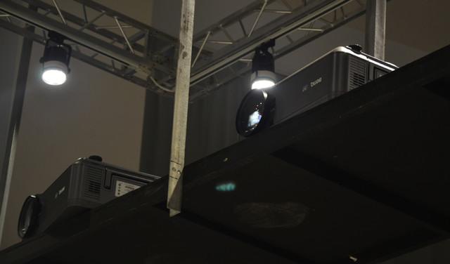 明基工程投影助阵黄建成设计艺术展