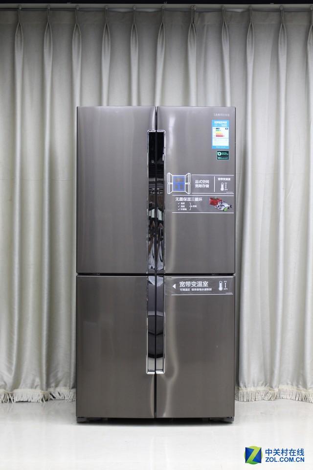 三星RF60J9061TL多门冰箱   内部构造方面,包含四种功能的变温室能够满足用户的苛刻保鲜需求,可自由组合的钢化玻璃隔板让你随心所欲的储藏食材,自己去DIY保鲜方案。其他诸如独立的制冰盒,三面的LED灯带,隐藏式的门把手,可活动的门封都处处体现着人性化的设计初衷!
