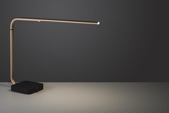 创意旋转设计 变身移动电源的yari台灯