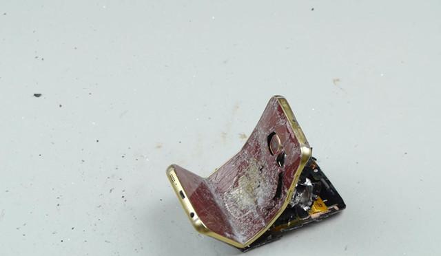 外媒大锤砸钢铁侠s6视频_三星 galaxy图片