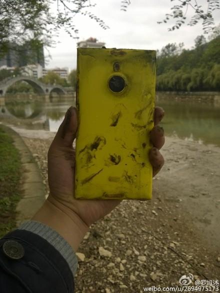 惊呆了!  Lumia1520入水一年修修还能用