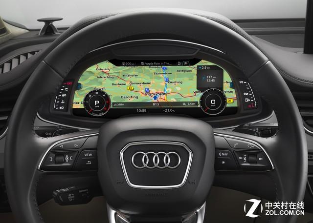 奥迪虚拟驾驶舱可以大大提升人机交互体验 即将在新一代奥迪TT上与国内用户见面的虚拟驾驶舱,就是奥迪MIB平台下最鲜明的例子。这款全新的仪表盘屏幕,具备极高的信息整合度,无论是行车、上网还是听音乐,都可以进行生动的显示,它将会变成人们生活中继电视屏幕、电脑屏幕、手机屏幕之后的下一块屏幕。仅以地图导航为例,这块位于仪表盘内的屏幕,无论是驾驶安全还是视觉效果的体验,都要远远优于位于传统中控台处屏幕的显示效果。