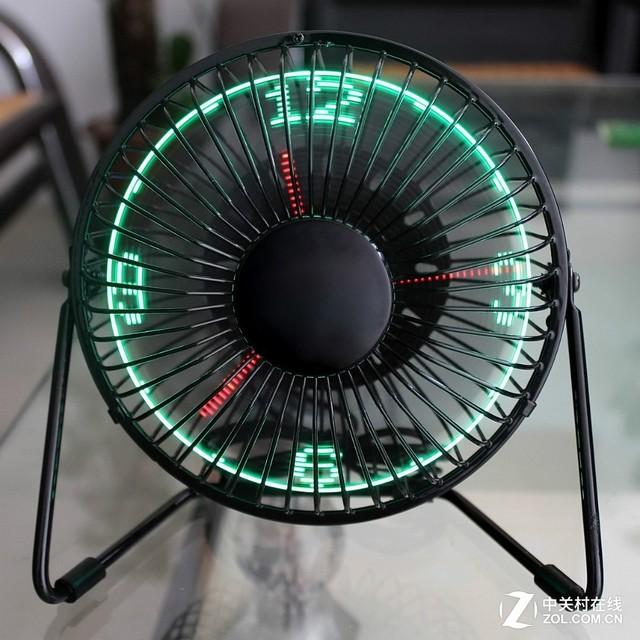 当连接电脑之后,可以自动读取电脑的时间,通过风扇中的led指示灯进行