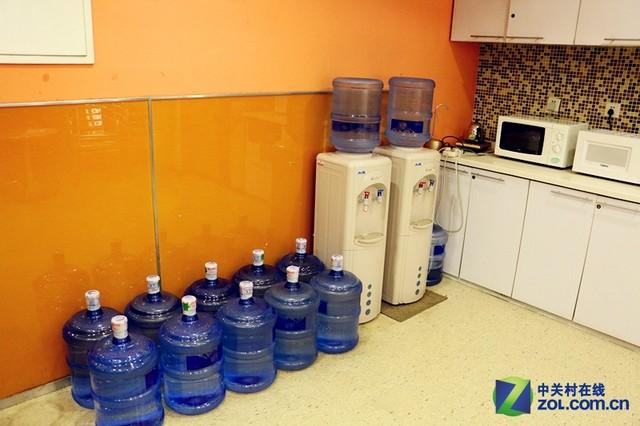这水有毒?亲测办公室饮水机到底多脏