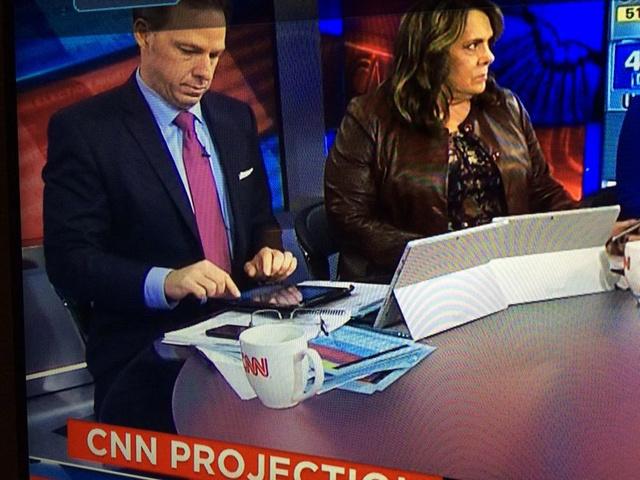 cnn直播_CNN评论员回应Surface作支架:愚蠢_苹果新闻-中关村在线