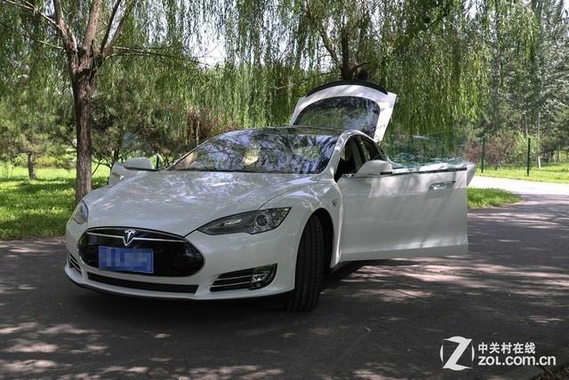 利用高速充电技术的特斯拉汽车高清图片