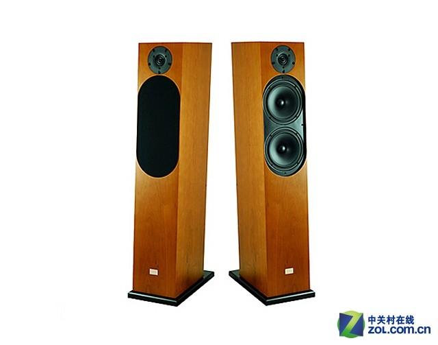 Divini Classical12音响 Classical 12外观极其简洁方正,具有北欧产品强烈的设计风格,音箱略为向后倾斜,则可兼顾高音与中低音单体时间相位的一致,巧妙地将功能融入外型设计中。Classical 12采用3单体2.5音路低音反射式射设计,高音使用1寸Dual-Ring Radiator丝质振膜高音,中音与低音单体则使用159mm纸盆振膜。所谓2.