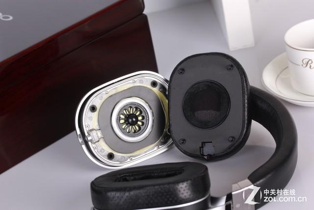 并且这款oppo pm-1采用了可换线的设计,在耳机左右腔体下方各有一
