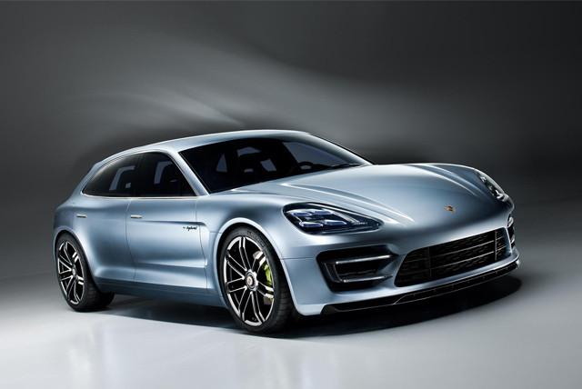 保时捷旗舰电动汽车来了 特斯拉怎么想?(图片来自UK Electric Cars) 据悉,全新车型基于MSB平台开发,外观融合了2012年Panamera Sport Turismo概念车的设计元素,车身采用了更多的高强度钢和铝制材料,重量较当前的车型减轻91千克。动力方面,4.8L发动机预计由4.0T发动机取代,而3.