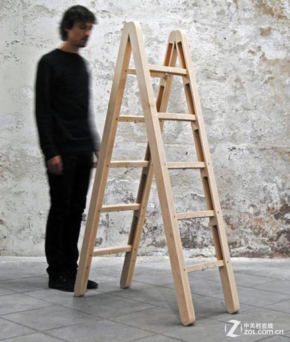 收起后变四根木棍 神奇折叠人字梯亮相