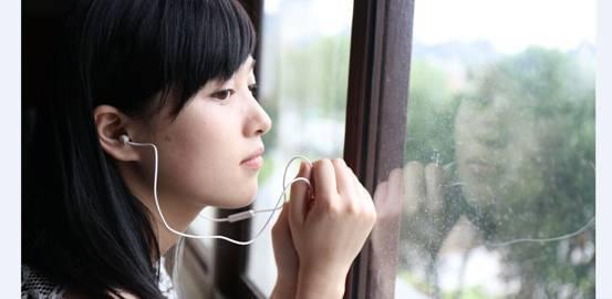 强!AKG 323最适合女生的音乐耳机