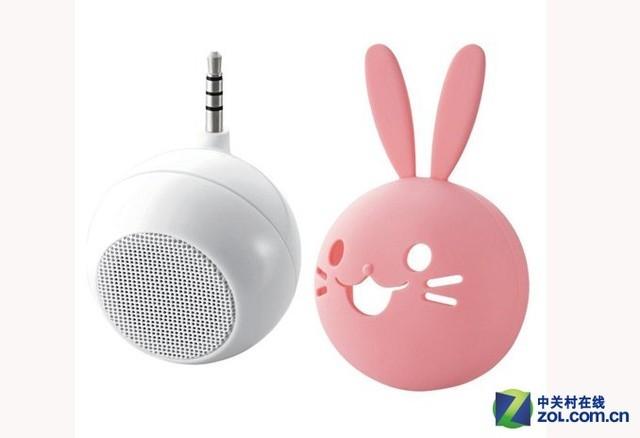 Elecom动物系列球形迷你音箱   超可爱卡通小动物音箱ASP-SMP050内置1.5W高输出功放,将音量提升至手机内置喇叭的8倍,,内置充电电池,可连续播放5小时。超Q球形外形,加上萌萌的小动物,非常养眼,价格还未定,喜欢的话可前往Elecom官方网站上看一看。