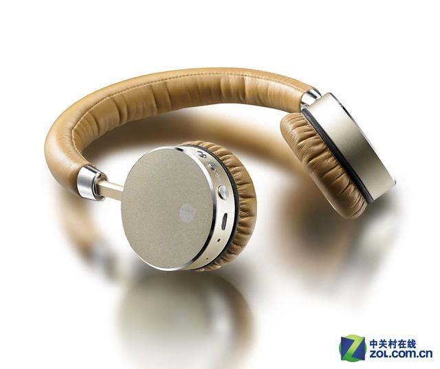 iLIKE Speed metal金属蓝牙耳机 iLIKE Speed metal全金属蓝牙耳机整体的设计非常的精致,采用了全金属的元素打造,让这款耳机看起来更加奢华,耳机表面采用了钻石抛光技术,赋予了这款耳机独特的质感。其为了满足用户长时间佩戴的需求,在耳罩的部分采用了高蛋白皮的元素,其耐汗和不易变形的特点让用户长时间佩戴这款耳机的时候不会有不适的感觉产生。