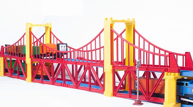 托马斯双车头高架桥轨道火车