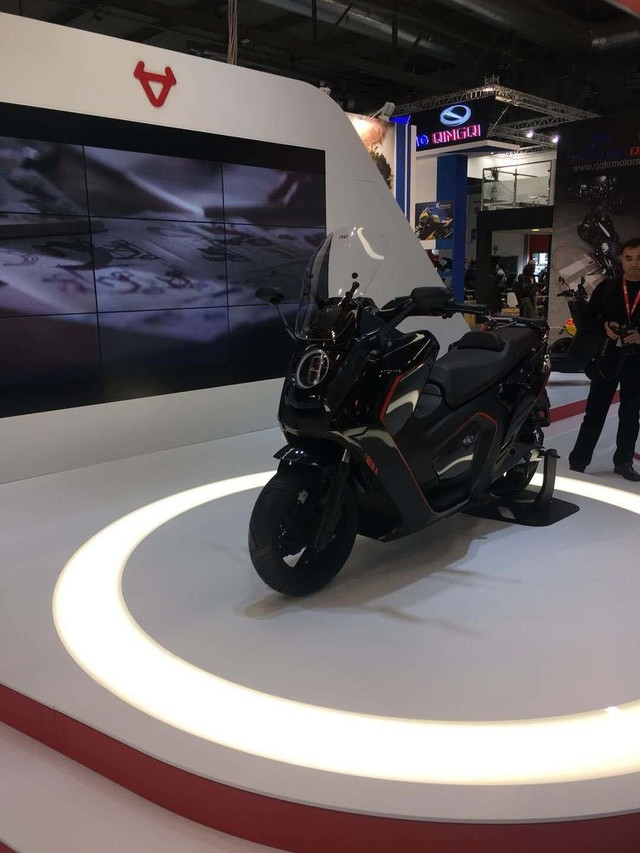 有新车 小牛X1亮相意大利米兰EICMA