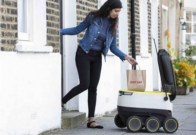"""""""饿了么""""看傻眼 机器人送餐到家已合法"""