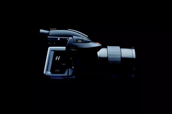 大疆发布最强航拍无人机 镜头像素1个亿