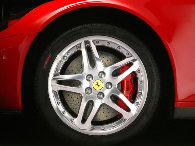 轮胎保质期 5年或6-8万公里以先到为准