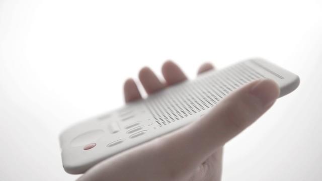 布满小点的智能手表 想让盲人摸出讯息