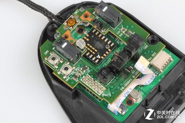 罗技g500游戏鼠标下层电路板红圈位置有两颗固定螺丝