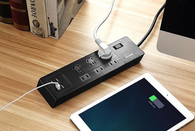 4接口USB充电!航嘉小新排插解锁手机充电新姿势