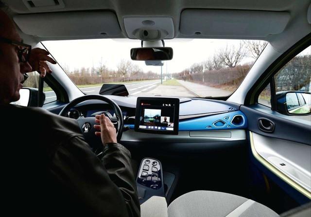 雷诺开发新自动驾驶技术 自动规避障碍