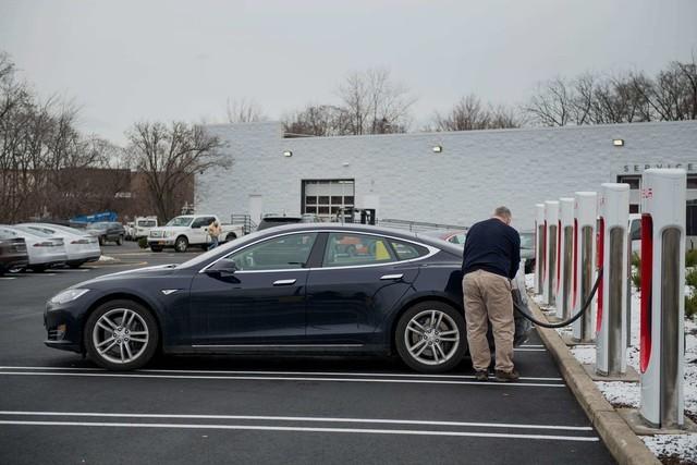 国会议员:美国考虑取消电动汽车补贴