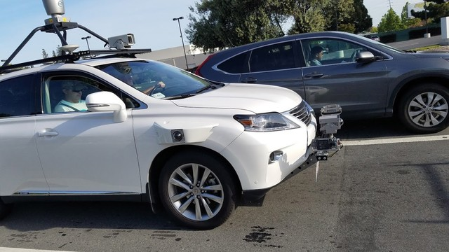 苹果无人驾驶汽车曝光:车外挂满雷达