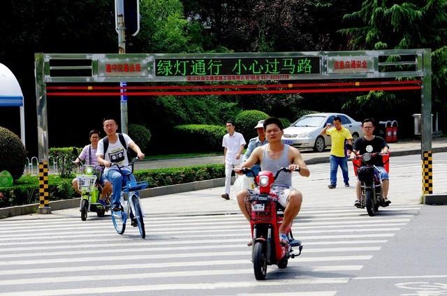 """科技真的能拦住""""中国式过马路""""么?"""