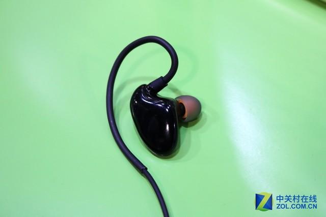 派美特简约入耳蓝牙耳机X2亮相CES2016