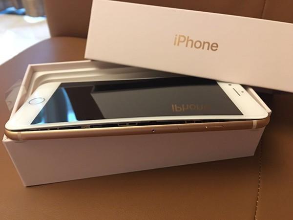 iPhone 8内地首现爆裂:新机屏幕侧边裂开 没充过电