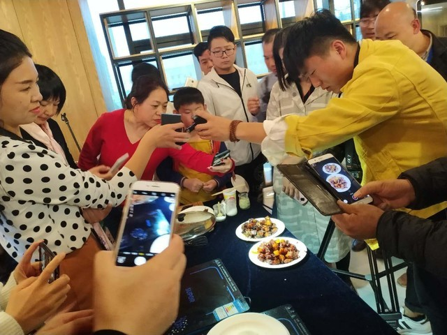 ZOL科技生活馆举办首场线下美食体验活动