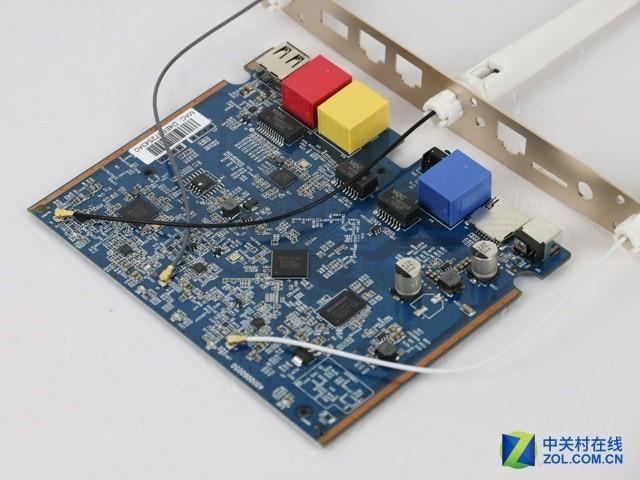 3的整个电路板整洁有序,在做工精细的pcb板上采用了b 精度纯贴片电容