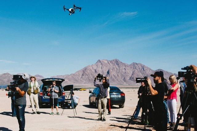 张艺谋新片杀青 部分镜头由无人机拍摄