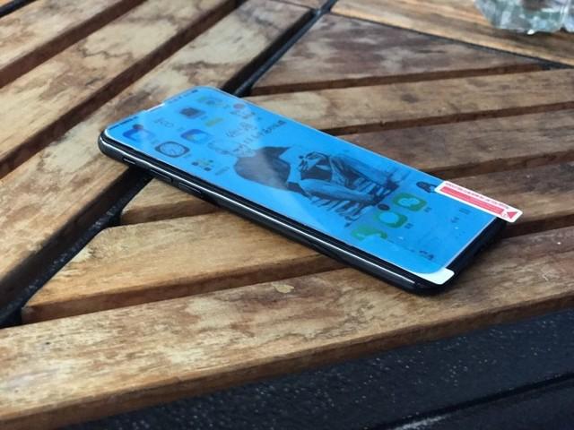 iPhone8保护套/贴膜曝光 内置指纹没跑了