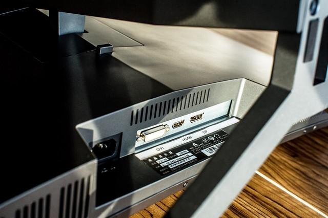 咖啡厅也能装机?泰坦军团C35SK PRO超炫酷