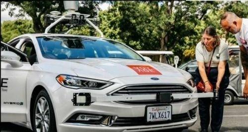 Voyage推出首款无人驾驶出租车 手机操控