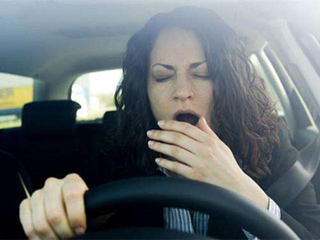 """当开车遇上""""夏打盹""""真要命 你该肿么办?"""