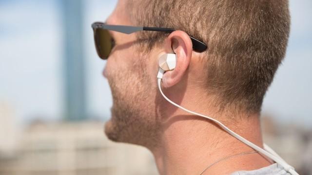除了智能手表 Fitbit蓝牙耳机也很牛X