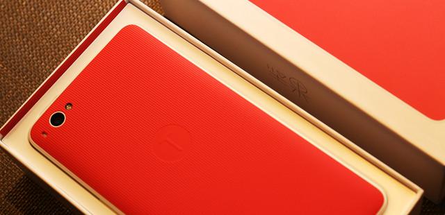 坚果手机评测:1500元的优秀评价卖899