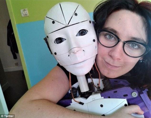 法国女生要嫁 3D 打印机械人