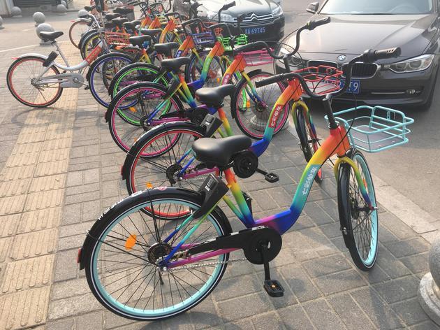 七色车身夜光车轮 共享单车还能这么玩
