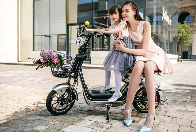 英伦风 更有型 爱玛这种车型适合身材娇小的女士或是长辈接送小孩的不二之选天猫售2449元