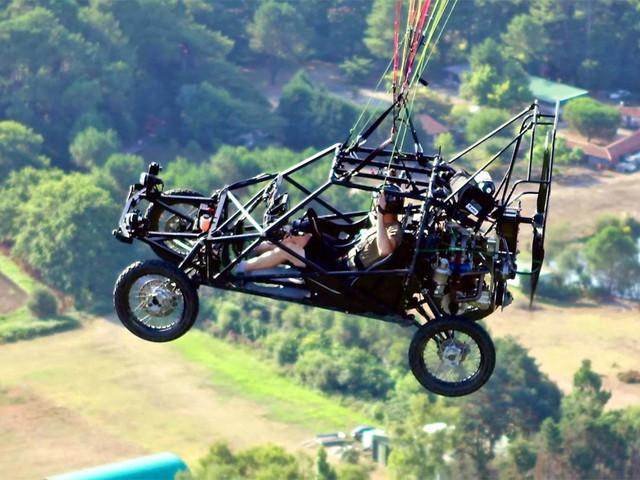 飞行汽车已不再是梦 成功飞跃英吉利海峡
