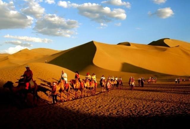 沙漠石窟壁画月牙泉,此地有座智慧城