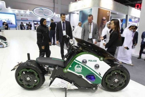 迪拜飞行摩托车 可携一名警察及远程操控