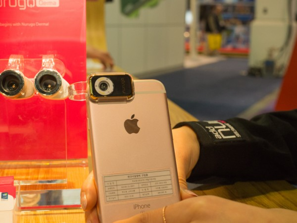 戴它手机镜头可放大400倍 看清活细胞
