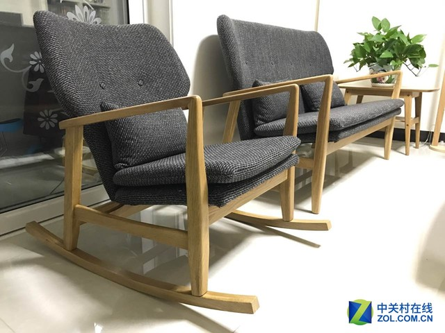 客厅小型木头椅子